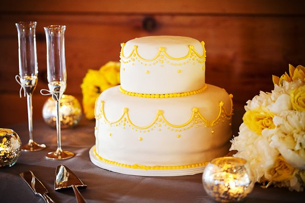 yellow piping on white wedding cake