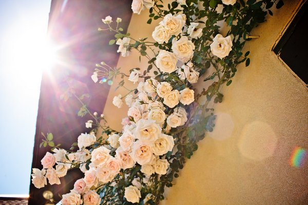 rose garland at wedding ceremony
