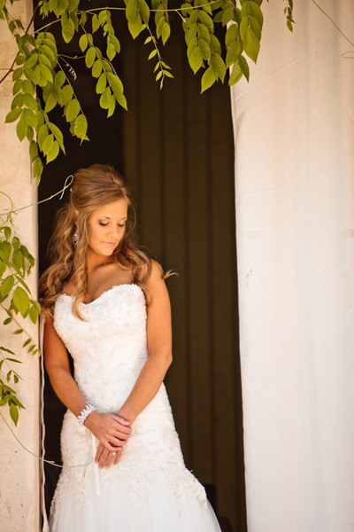 bride portrait in doorway