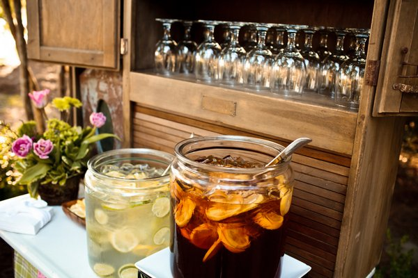 iced tea and lemonade station at wedding