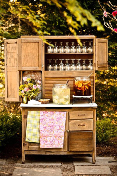 wedding sweet tea and lemonade station