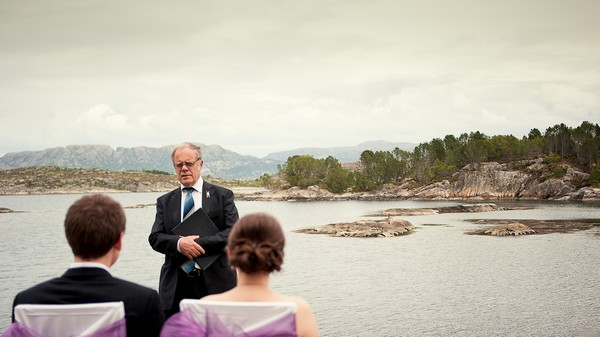 wedding elopement ceremony by the sea in Norway