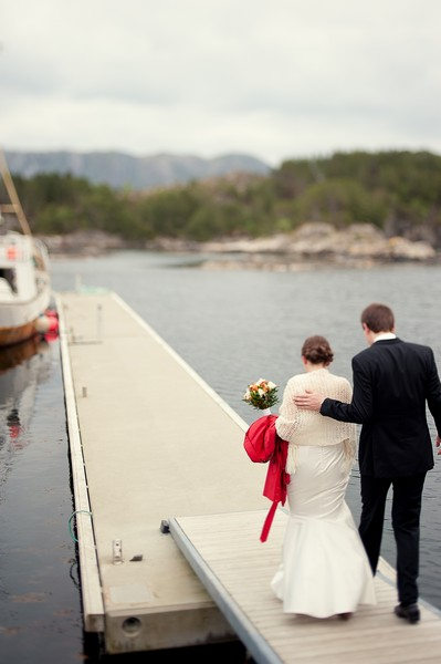 bride and groom on the dock in Norway
