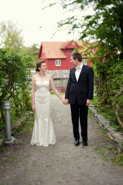 bride and groom walking in Norway