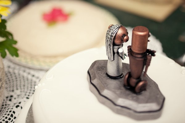 bride and groom robot cake topper