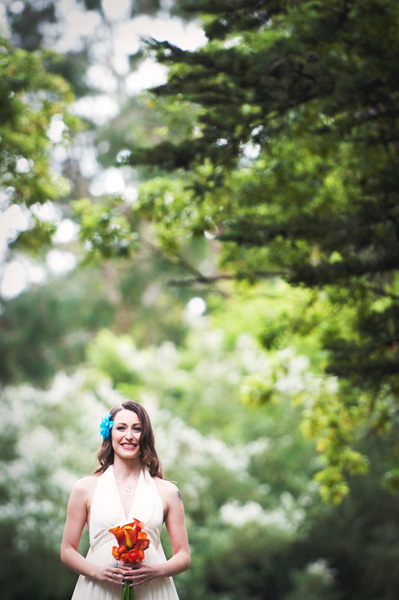 bride with bleu flower fascinator