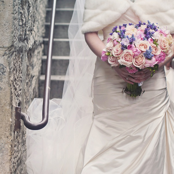 bride with rose and lavender bouquet