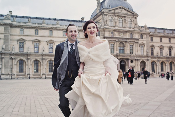 bride and groom outside the louvre