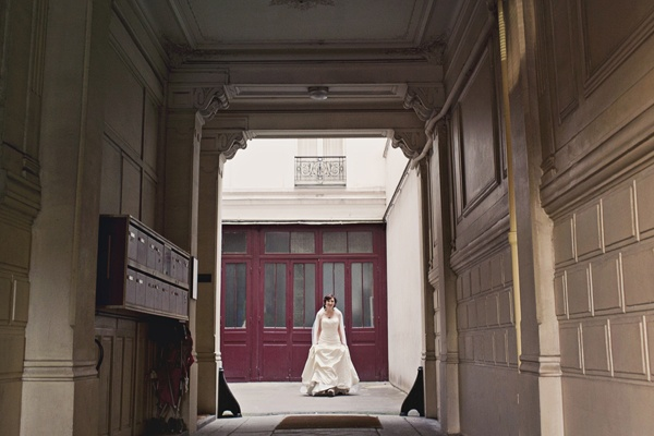 bride in Paris alleyway