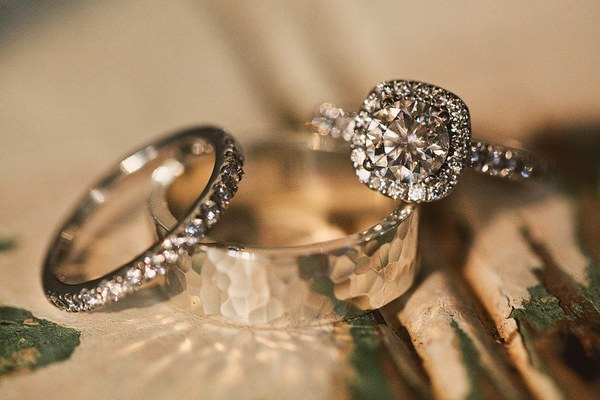 detail shot of wedding rings
