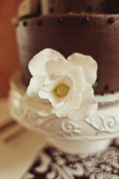 white flower on chocolate wedding cake