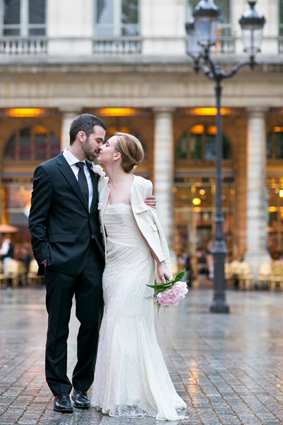 bride and groom kissing in paris street