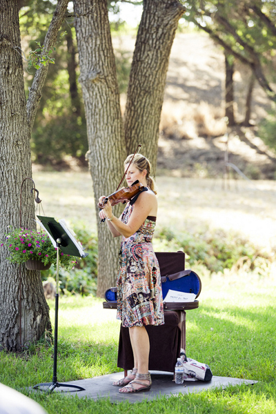 violinist at outdoor wedding ceremony