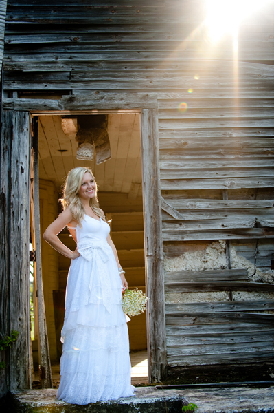 Arkansas bride in tiered wedding dress