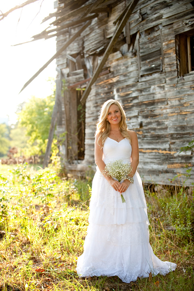 country bride with baby's breath bouquet