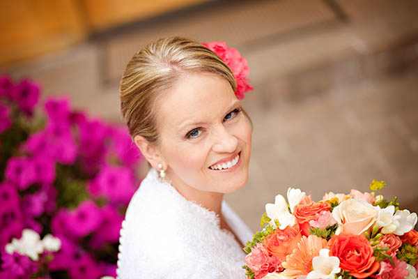 bride with peach and coral bouquet