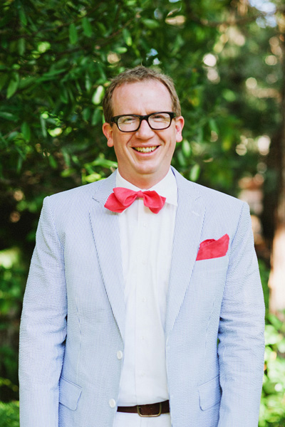 Groom in seersucker suit and pink bow tie