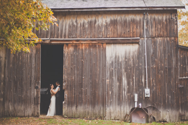 Real Wedding Cali And Josiah Say I Do In A Rustic Barn Connecticut