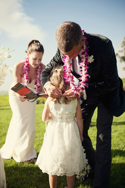 Hawaii elopement ceremony with daughters