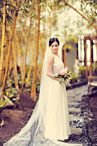 Maui bride with protea bouquet