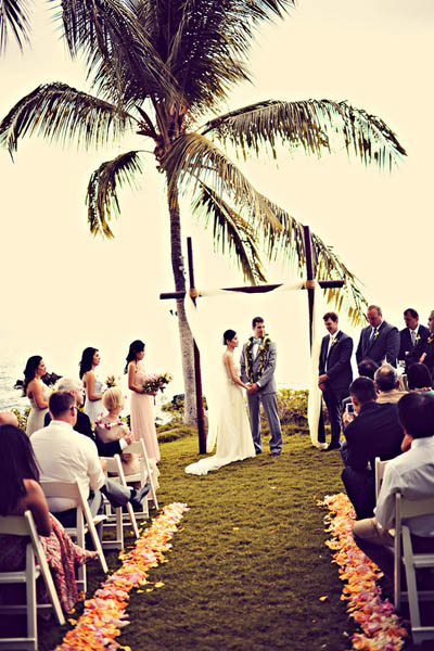 outdoor Hawaii destination wedding