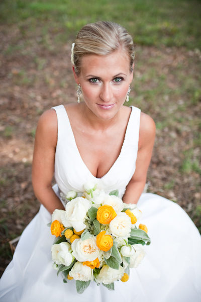 bride with white and yellow bouquet