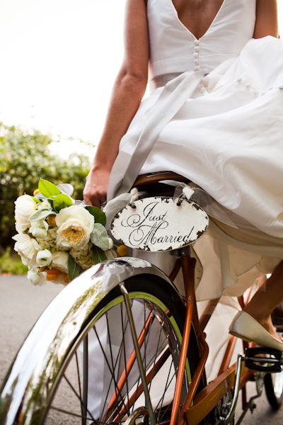 just married sign on tandem bike