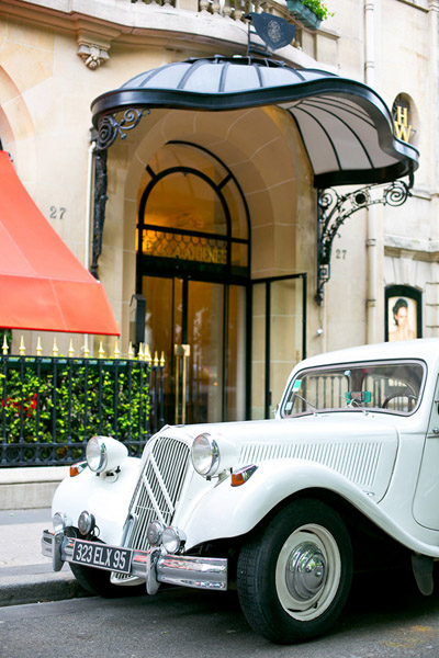 vintage wedding car in paris