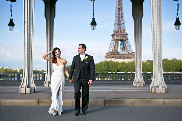bride and groom crossing paris street