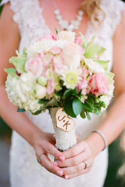 bouquet with wooden heart