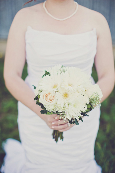 white gerber daisy and rose bouquet