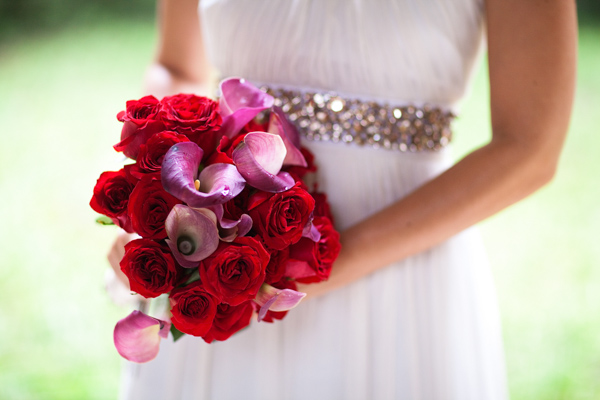 bride with pink and red bouquet