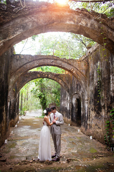bride and groom among Mexican ruins