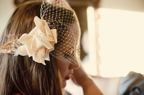 DIY feather fascinator and birdcage veil