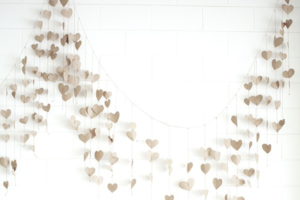 Real wedding nicole and scotts sunny florida wedding paper heart garland solutioingenieria Images