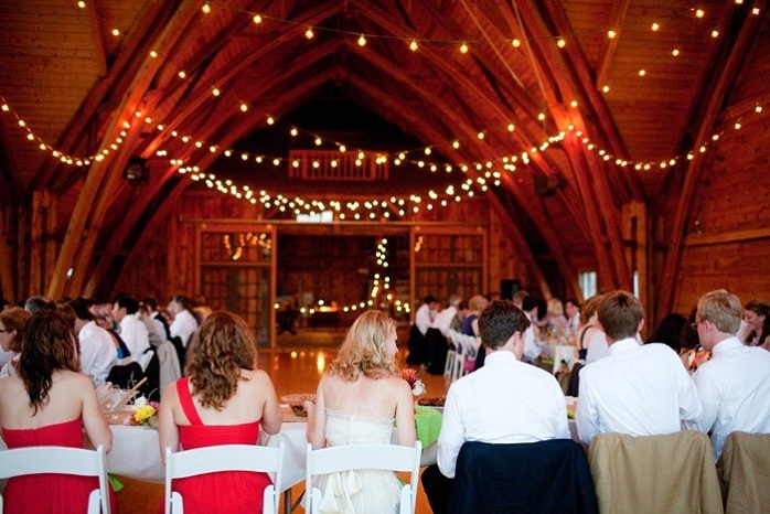 barn-wedding-reception-head-table
