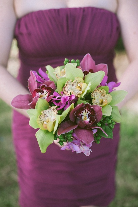 beach-wedding-bridesmaid-bouquet-purple