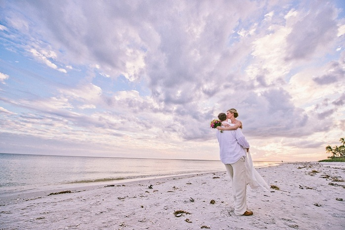 beach-wedding-couple-sentibel-island-florida