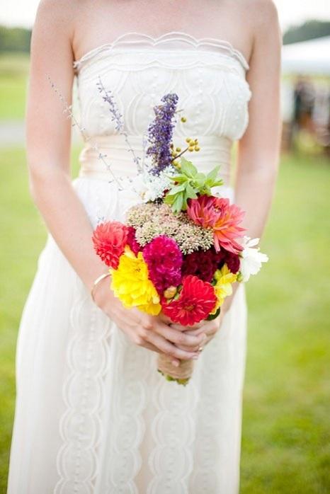 bridal-bouquet-rustic-barn-wedding-paige-paul