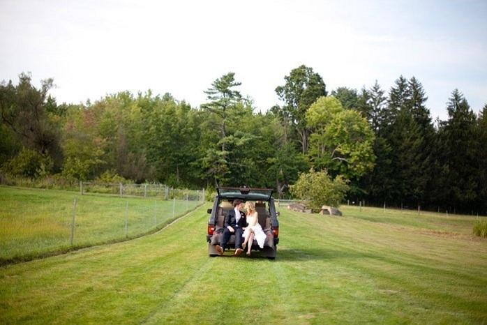 bride-and-groom-farm-ceremony-getaway-car