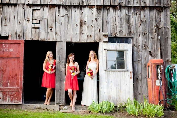 bride-with-bridesmaids-wedding-photography-barn-rustic