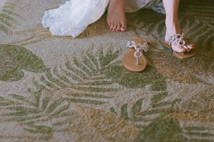 getting-ready-photos-beach-wedding-fashion-sarah-steven