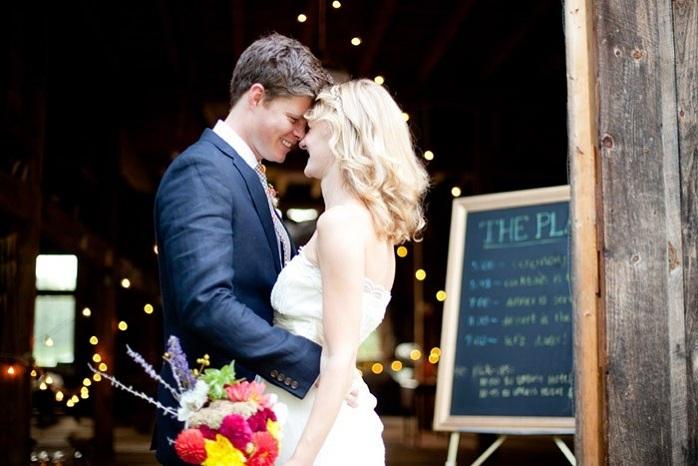 intimate-barn-wedding-couple-photography-paige-paul