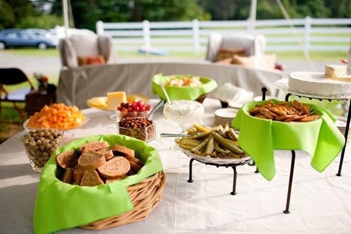 intimate-rustic-wedding-barn-food