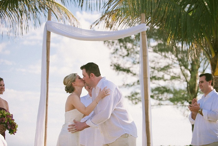 real-intimate-wedding-florida-ceremony-kiss-sarah-steven