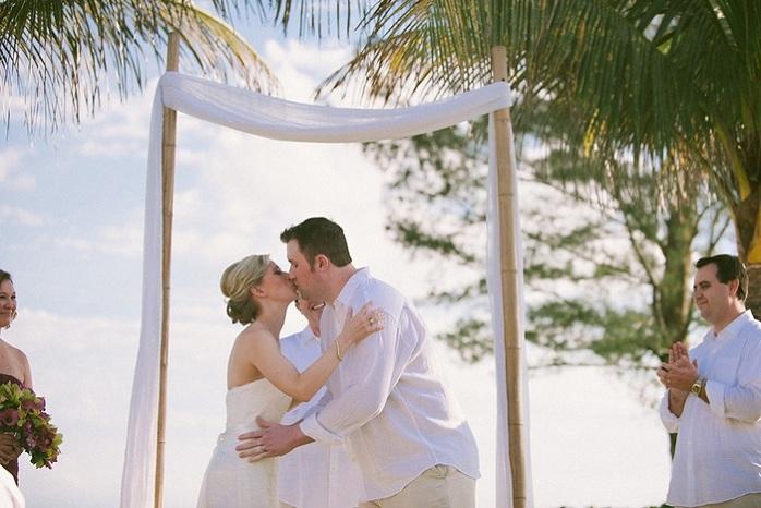 real-intimate-wedding-florida-ceremony-kiss-sarah-steven
