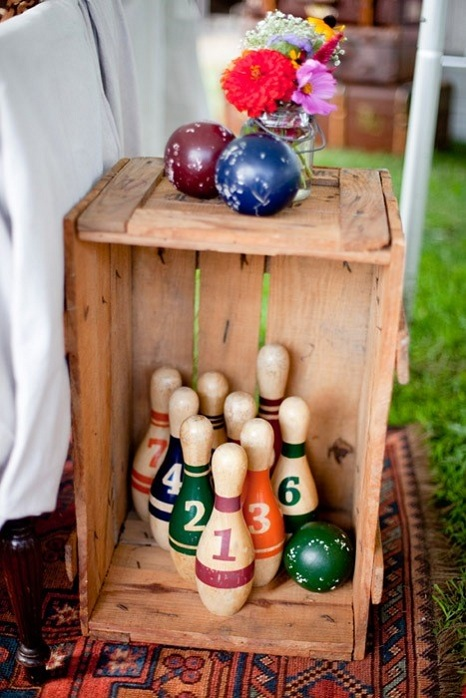 vintage-decor-wedding-bowling-pins