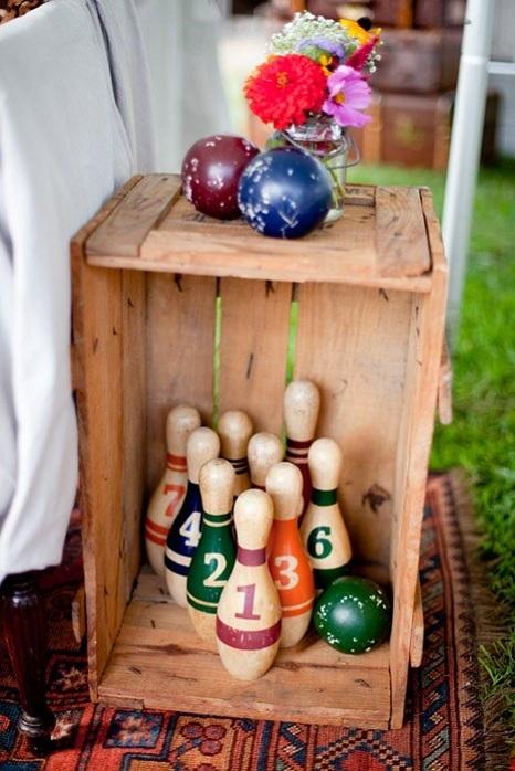 vintage-decor-wedding-bowling-pins