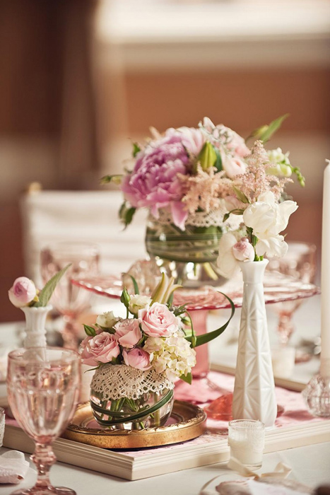 Vintage-Wedding-Ideas-Milk-Glass-and-Depression-Glass-Centerpieces