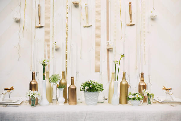 gold-wedding-decor-bottles-metallic-trend